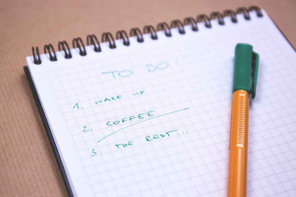 A handwritten to-do list to stop procrastinating